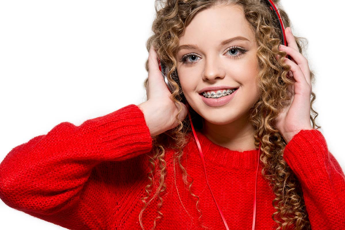 What are traditional metal braces photo - girl with metal braces
